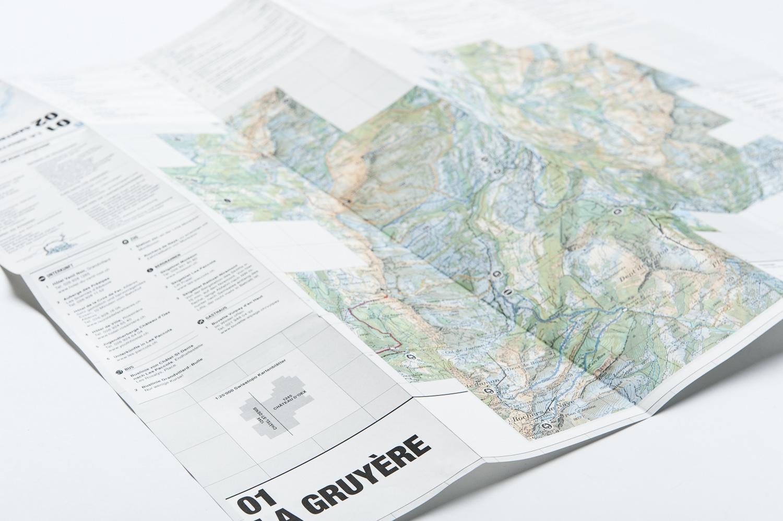 Kartenformat: 63x54 cm (offen), 10.5x13.5cm (gefaltet), Landkartenpapier
