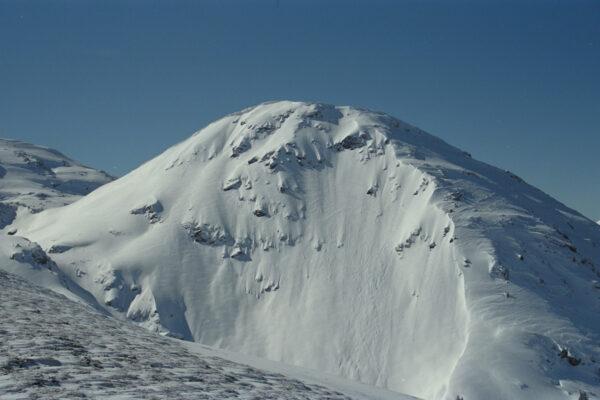 Doch lockten uns immer schon die unerreichbaren, jungfräulichen Hänge jenseits der Skigebiete (Munzkopf bei Flumserberg, 1999)
