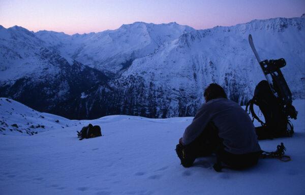 Auf Tour gehen bedeutet: mit Freunden vor Sonnenaufgang Steigeisen zu montieren (zum Rorspitzli, 2007)…